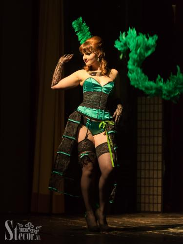 Green showgirl – Lilith D'Licious - solo